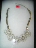 Necklace with pearl floral style decorations