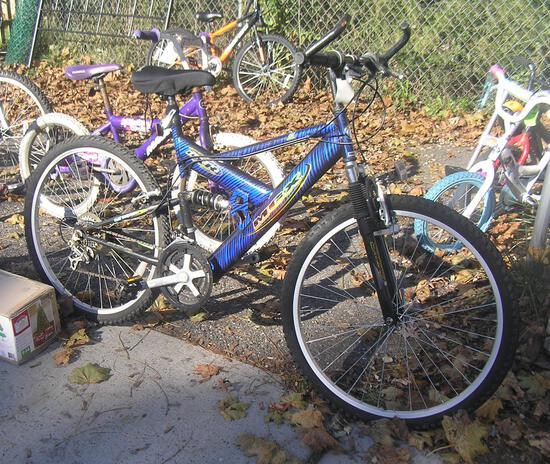 Mongoose MDX mountain bike like new