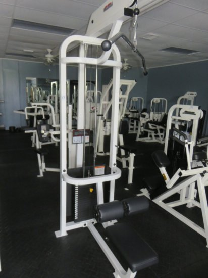 Commercial Traditional Lat  Pulldown w/ Bar