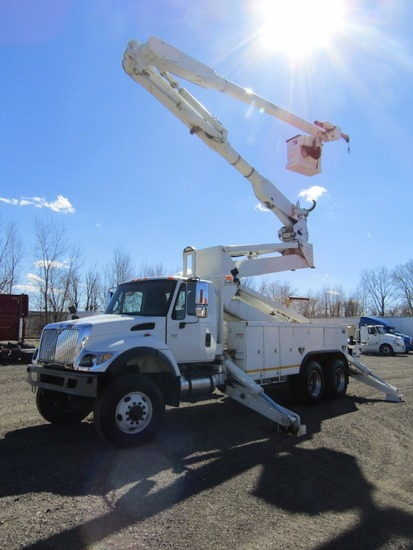 2003 International 7400 Elevator Bucket Truck