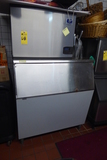 Manitowoc Ice Machine, 700 Lb. Bin
