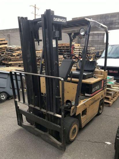 Daewoo GC25S LP Gas Forklift w/Side Shift