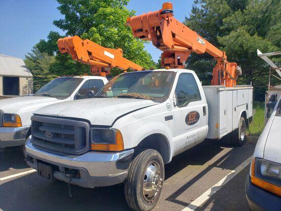 2000 Ford F-450XL Super Duty Bucket Truck, Regular Cab, Diesel, Automatic Transmission, 285,853 Mile