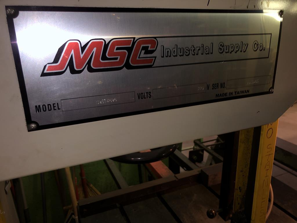 Lot: MSC 09514696 T-JAW VERTICAL BANDSAW W/ BLADE WELDER S/N
