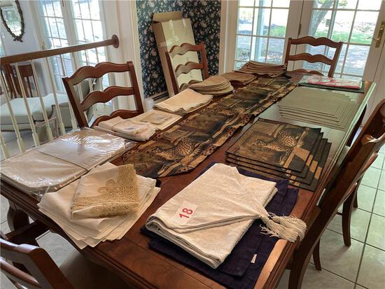 ASSORTED TABLE LINENS, TABLE RUNNERS, PLACE MATS, NAPKINS