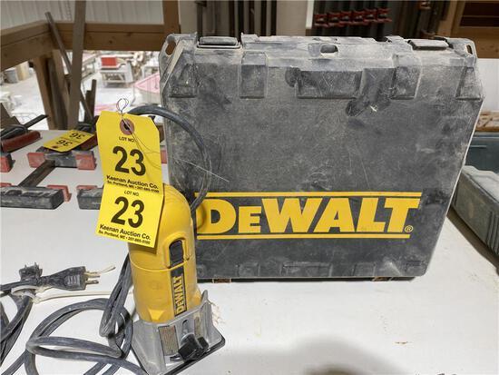 DEWALT MODEL D26670 COMPACT ROUTER W/ CASE