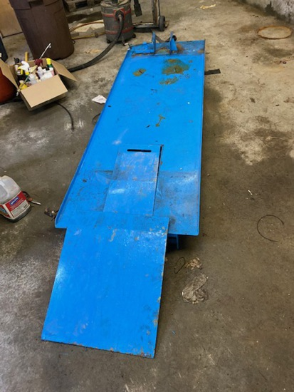 STEEL MOTORCYCLE LIFT, MANUAL HYDRAULIC. LOCAL PICKUP ONLY.