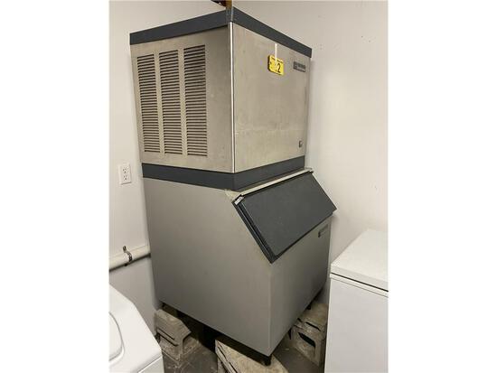 SCOTSMAN MODEL CME256AS-1H ICE MAKER, W/ MODEL HTB350-H ICE BIN