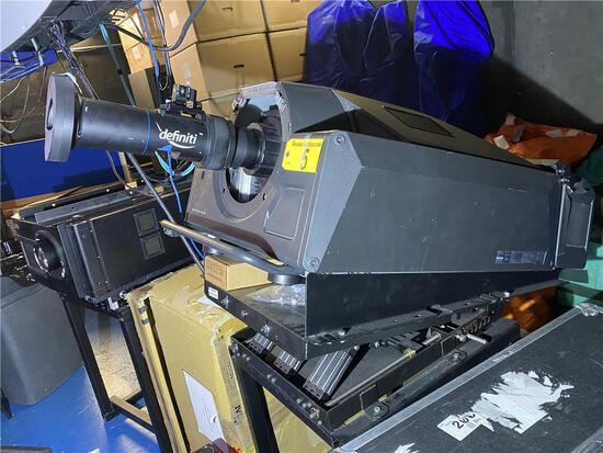 SONY SRX-S110 DATA PROJECTOR W/DEFINITI LENS S/N #042 & ADJUSTABLE STEEL STAND
