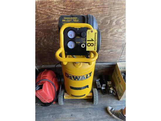DEWALT D55168 200 PSI 1.6 HP 15-GAL VERITCAL AIR COMPRESSOR
