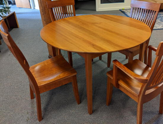CHILTON FURNITURE 5-PC DINING SET: 4' SHAKER CHERRY ROUND DINING TABLE W/4-SLAT BACK CHAIRS
