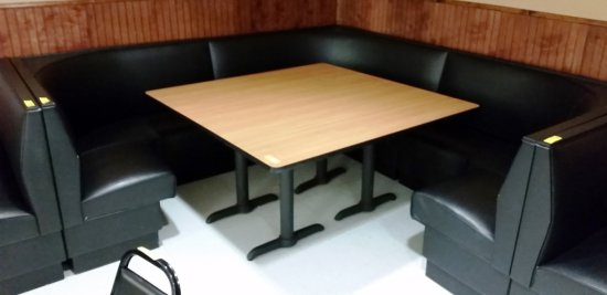 CORNER BOOTH UNIT WITH TABLE