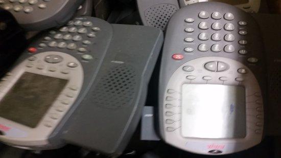 LOT OF AVAYA PHONES FOR PARTS OR REPAIR