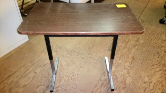 SMALL DESK / TABLE WITH FAUX WOOD LAMINATE TOP