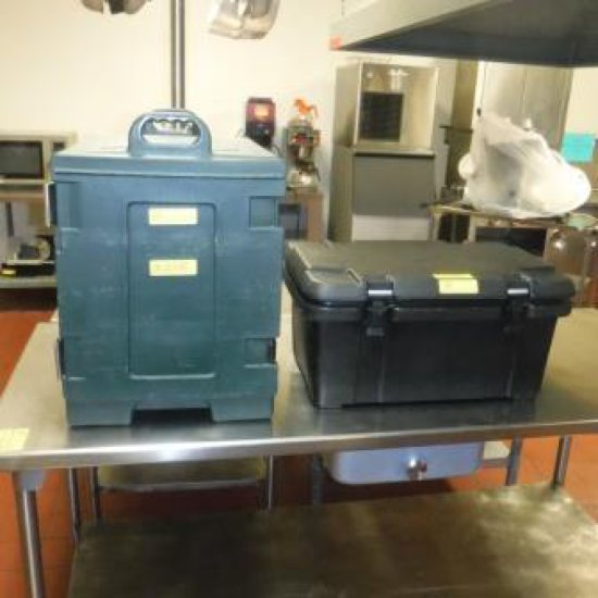 LOT OF 2 CARLISLE FOOD DELIVERY CONTAINERS