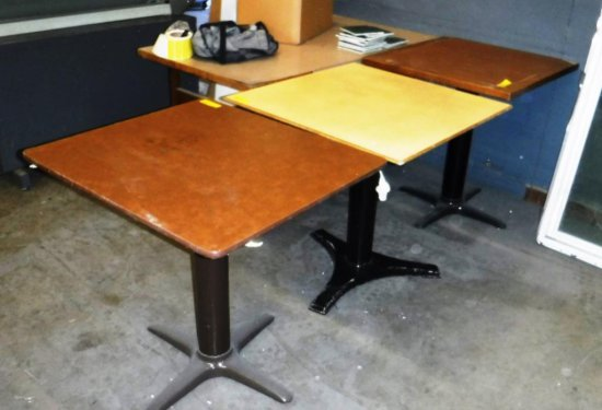 LOT OF 3 TABLES WITH PEDESTAL BASES