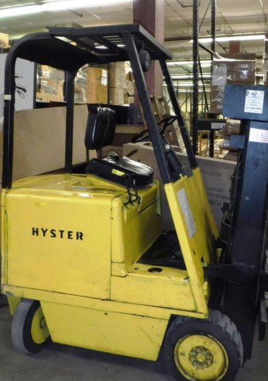 HYSTER ELECTRIC FORKLIFT WITH CHARGER