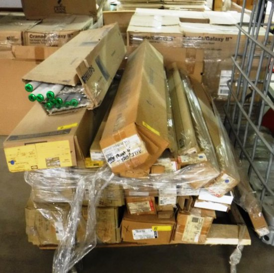 PALLET OF LIGHT FIXTURES AND BULBS
