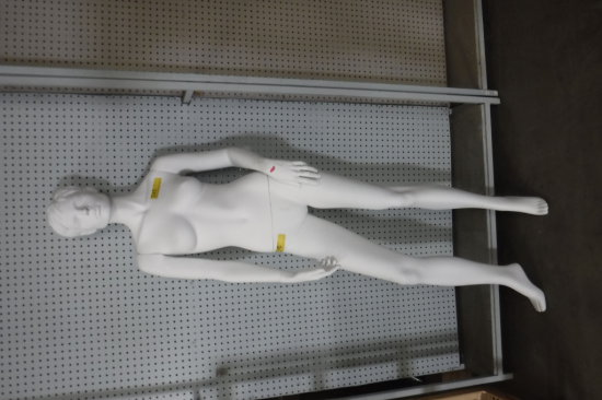 STANDING WHITE MANNEQUIN