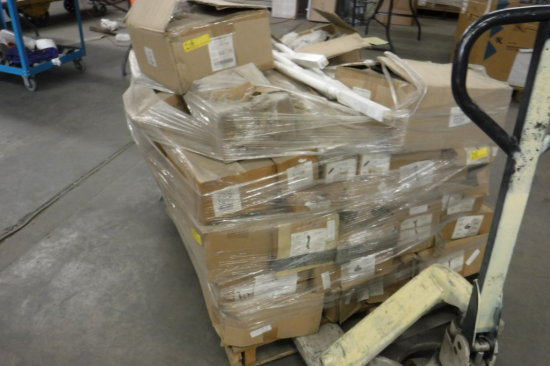 PALLET OF MIXED STAIR PARTS