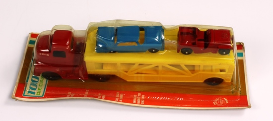 NEW, IN THE PACKAGE TOOTSIETOY CAR HAULER DIECAST