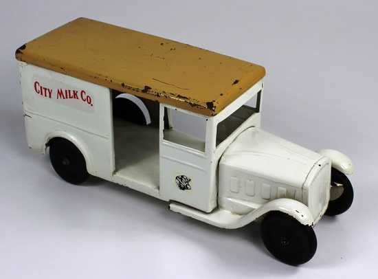 VINTAGE STEELCRAFT ST. LOUIS DAIRY CO. DELIVERY TRUCK