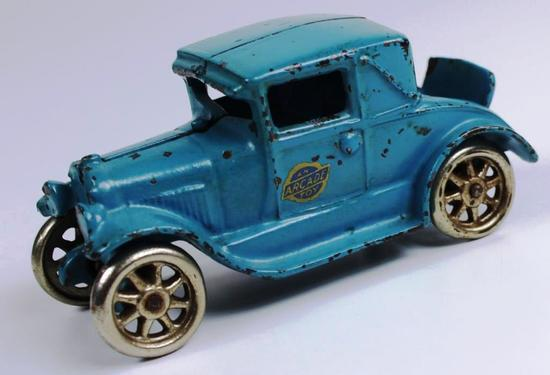 VINTAGE ARCADE CAST IRON CAR MODEL A FORD COUPE w/RUMBLE SEAT
