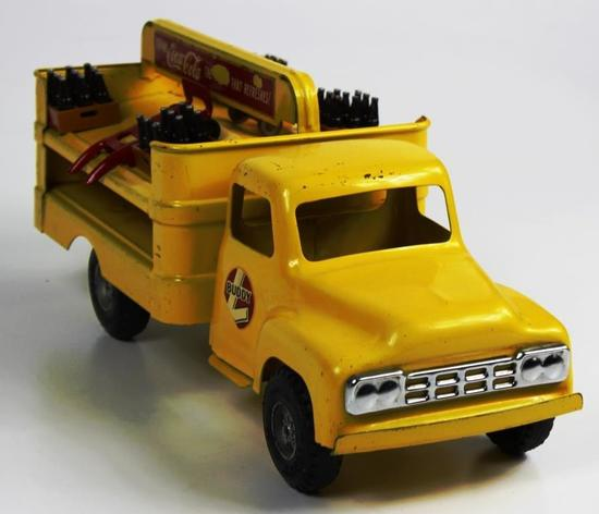 VINTAGE BUDDY L PRESSED STEEL COCA-COLA DELIVERY TRUCK WITH 2 DOLLIES AND CASES OF COKE