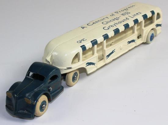 VINTAGE ARCADE CAST IRON GREYHOUND LINES CHICAGO 1933 BUS / TRAM