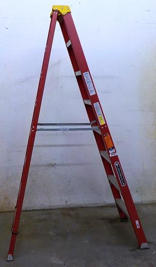 LOUISVILLE 8FT RED FIBERGLASS LADDER