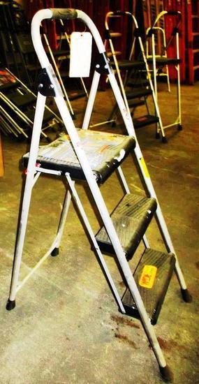 WERNER ALUMINUM STEP STOOL - 3 STEP - 9FT MAXIMUM
