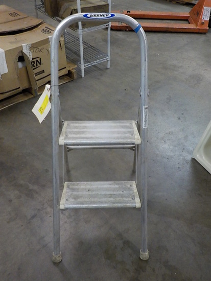 WERNER ALUMINUM UTILITY STEP LADDER 3-1/2FT