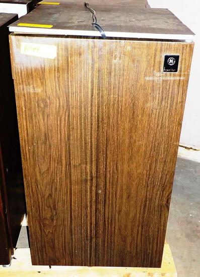 GE COMPACT REFRIGERATOR - FAUX WOOD LOOK