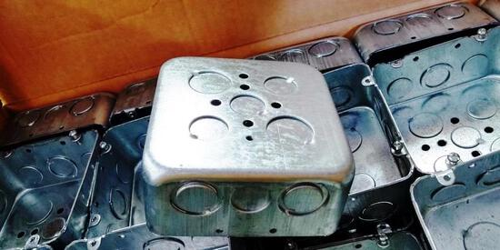 PALLET OF 875 NEW EATON / CROUSE-HINDS TP563