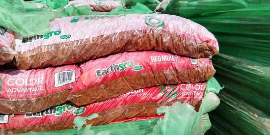 PALLET OF APPROX. 60 BAGS OF EARTHGRO RED MULCH