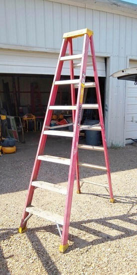 LOUISVILLE RED 8FT FIBERGLASS LADDER