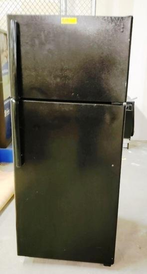 BLACK GE REFRIGERATOR FOR PARTS OR REPAIR