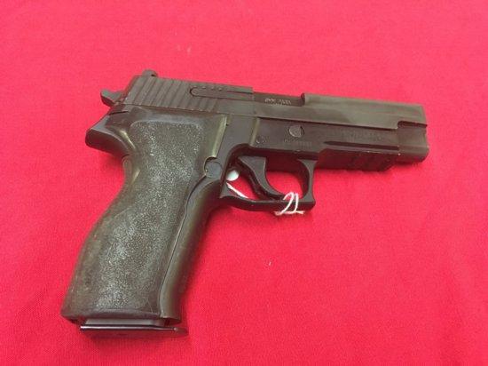 ~Sig Sauer P226 9mm, UU783897