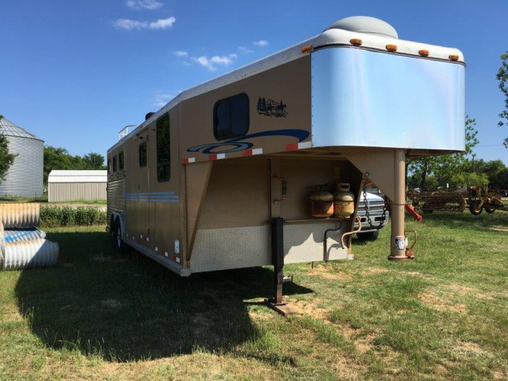 *2000 Diamond D3 Horse Slant w/Living Quarters