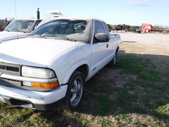 *Chevrolet S10 LS w/Bed Covers
