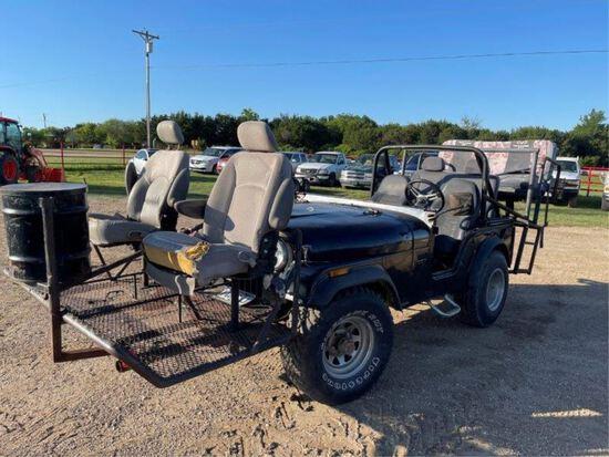 *1974 Jeep w/Hunting Set Up