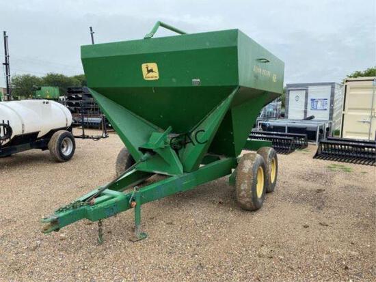 John Deere 605 Tandem Fertilizer Spreader