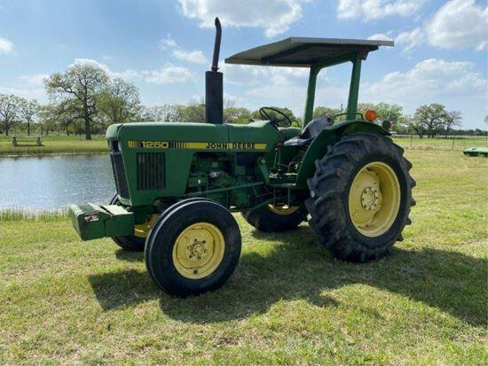 John Deere 1250 Tractor