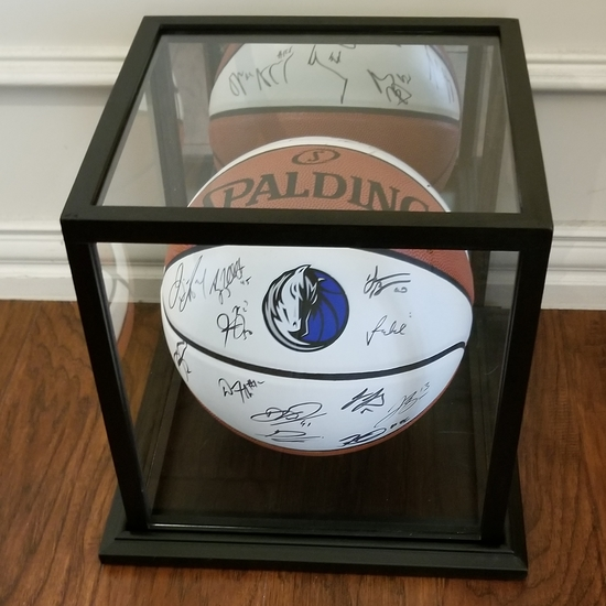 Dallas Mavericks Signed 2018-19 Team Basketball
