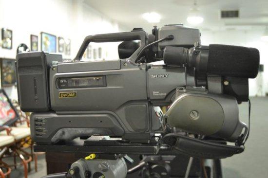 SONY CM16K VIDEO CAMERA W/20X     Auctions Online | Proxibid