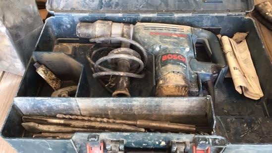 Bosch 11240 SDS Max Roto Hammer w/Case