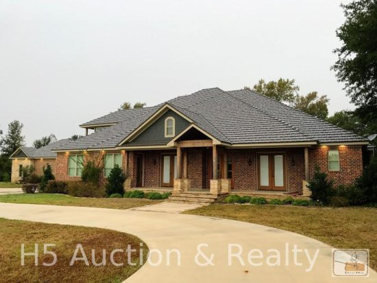 Luxury Home on 7+ AC! Country living at its best!