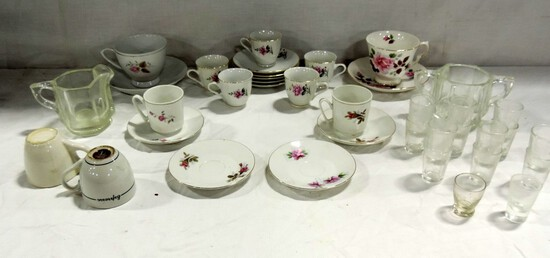 Box Lot Floral Pattern Tea Cups And Saucers