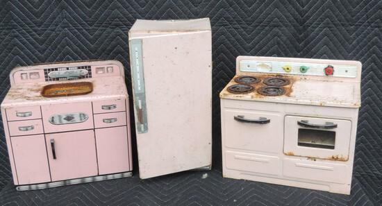 Set of Vintage Wolverine Child Kitchen Set