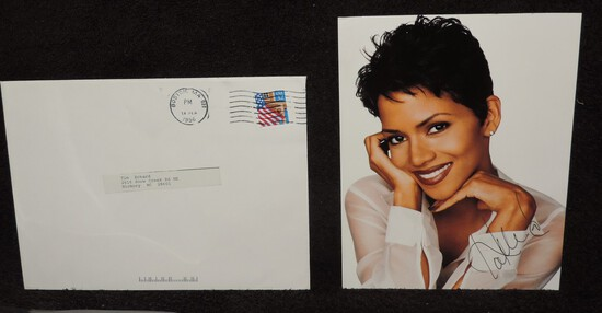 Autographed 5.5x7 Photo of Halle Berry